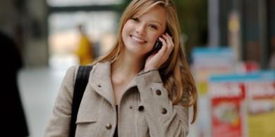 mujer-llamando-por-celular